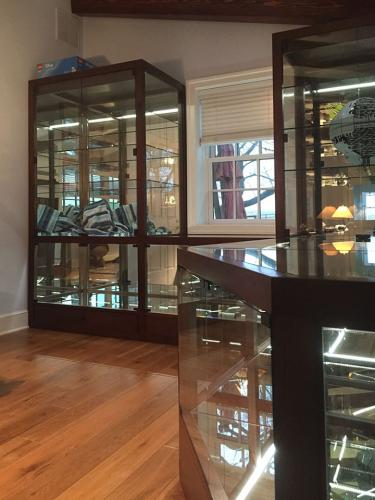 Project Glass and Mirror Showcases - after 03